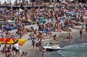 На курорты юга люди ехали со всей Украины и ближнего зарубежья
