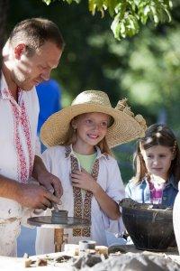 21-22 мая 2016 года в Национальном музее народной архитектуры и быта Украины Пирогово проводятся Дни гончара и кузнеца